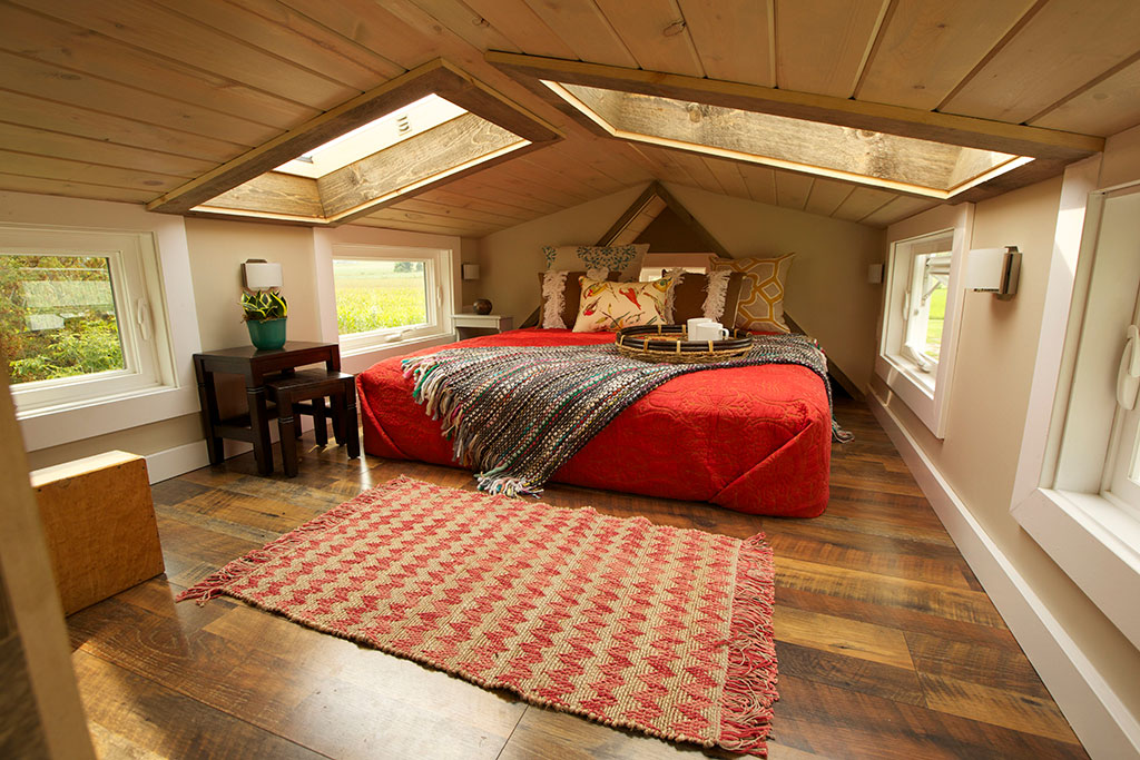 Tiny house nation woodhaven log lumber for Tiny house bedroom