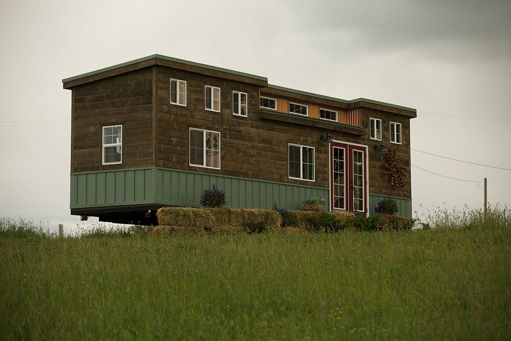 tiny house nation woodhaven log lumber. Black Bedroom Furniture Sets. Home Design Ideas