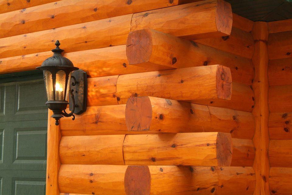 Pine log siding butt-and-pass corners